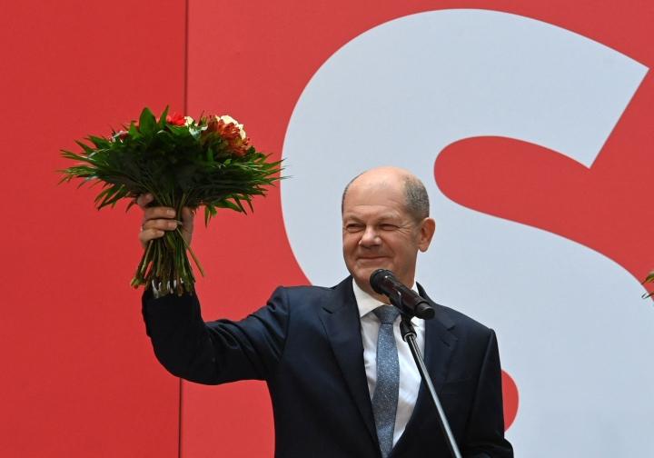 Saksan sosiaalidemokraattien Olaf Scholzin mukaan vaalien tulos on selkeä viesti kansalta, että kristillisdemokraattien ei tulisi olla enää hallitusvastuussa. LEHTIKUVA / AFP