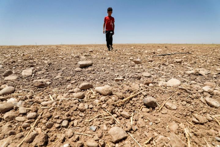 Vähentynyt maataloustuotanto, vesipula, merenpinnan nousu ja muut ilmastonmuutoksen haittavaikutukset ajavat ihmiset jättämään kotinsa. LEHTIKUVA / AFP