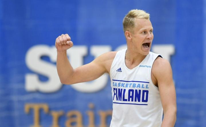 Suomen maajoukkuepaidassa pelaava Sasu Salin heitti Espanjan liigassa Teneriffalle 22 pistettä. Se on Salinin uran kolmanneksi paras saldo yhdeltä ottelulta.  LEHTIKUVA / MARTTI KAINULAINEN