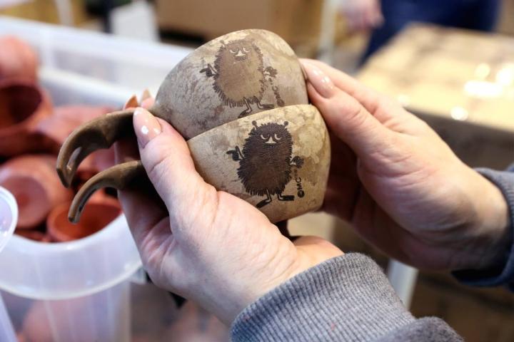 Muoviteollisuuden odotetaan työllistävän tulevaisuudessa yhä enemmän. Arkistokuvassa Plasthill Oy:n Kupilkan tuote.
