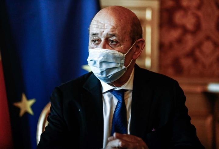 """Tiedotteessa Ranskan ulkoministeri Jean-Yves Le Drian sanoo, että kaksi suurlähettilästä päätettiin kutsua heti takaisin, koska """"Australian ja Yhdysvaltain 15. syyskuuta antamat ilmoitukset olivat poikkeuksellisen vakavia"""". LEHTIKUVA/AFP"""