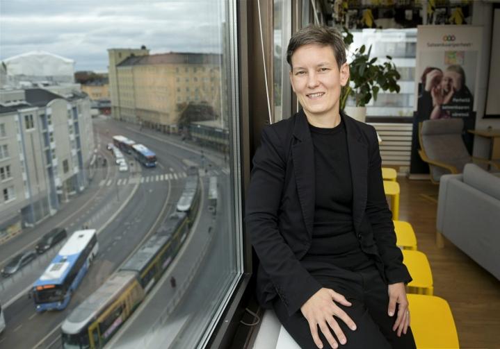 Monimuotoiset perheet -verkoston johtava asiantuntija Anna Moring sanoo, että globaali synnytysbisnes ja -keskustelu on tullut aivan Suomen takapihalle. Hänestä siihen on jotenkin reagoitava. LEHTIKUVA / VESA MOILANEN