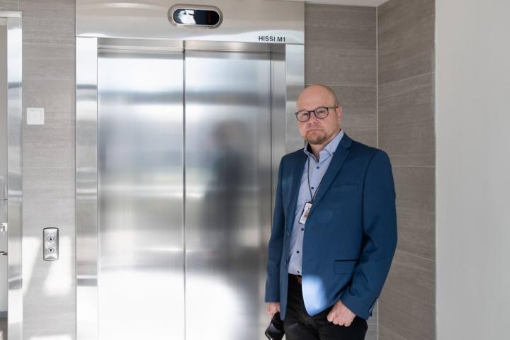 Jarmo Kukkonen aloitti Siun soten terveys- ja sairaanhoitopalvelujen toimialuejohtajana syyskuun alussa. Vt:nä hän hoiti tehtävää jo elokuun.