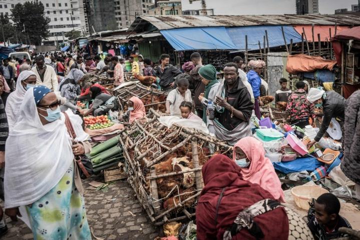 WHO:n Afrikan-yksikön mukaan tällä hetkellä vain 17 prosenttia maanosan väestöstä saadaan rokotettua vuoden loppuun mennessä. Lehtikuva/AFP