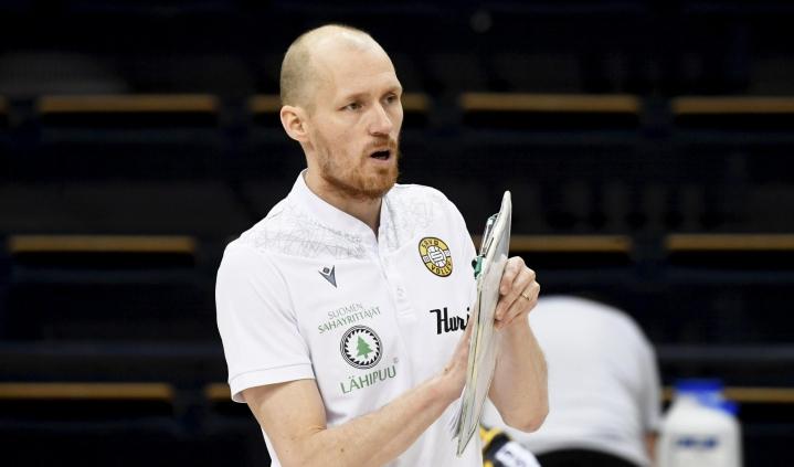 Savo Volleyn päävalmentaja Timo Tolvanen sanoi muun muassa, että peli oli kauden avaukseksi yllättävän hyvää. LEHTIKUVA / Vesa Moilanen