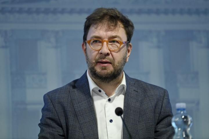 Liikenne- ja viestintäministeri Timo Harakan (sd.) mukaan uusia toimia liikenteen päästöjen vähentämiseksi ei välttämättä tarvita. LEHTIKUVA / EMMI KORHONEN