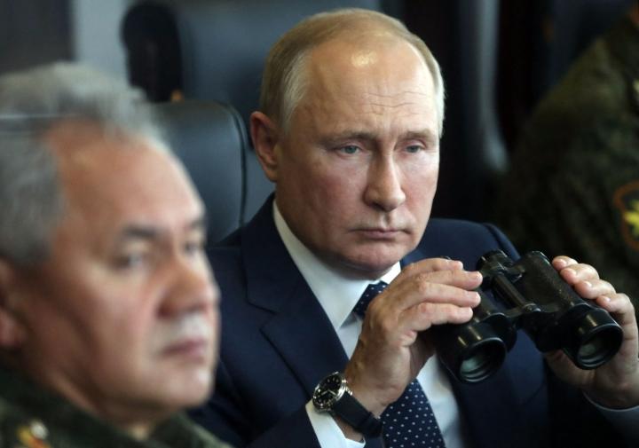 Putin tapasi kävi maanantaina tutustumassa Zapad 21 -sotaharjoitukseen Mulinon tukikohdassa. LEHTIKUVA/AFP