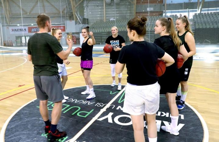 Joonas Riikonen aloitti kesän lopulla Katajan naisten päävalmentajana.