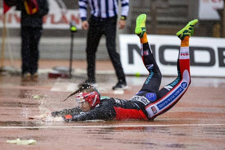 Tiia Peltonen toi juoksun Pesäkarhuille naisten Superpesiksen ensimmäisessä finaaliottelussa Jyväskylän Kirittäriä vastaan.  LEHTIKUVA / TOMMI ANTTONEN
