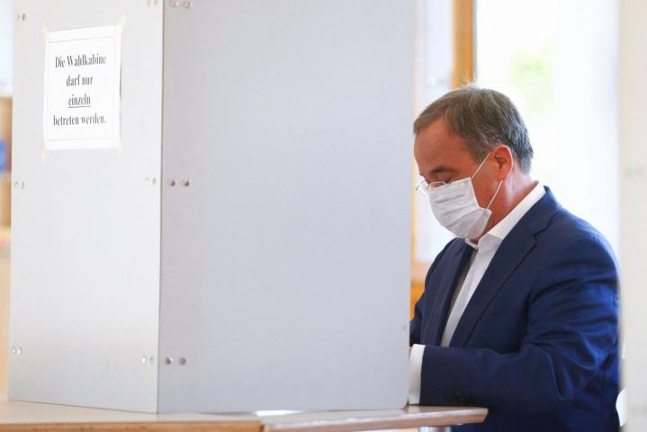 Armin Laschet kävi äänestämässä sunnuntaina Aachenissa. Lehtikuva/AFP