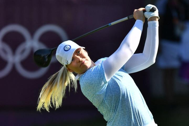 Matilda Castren varautuu ylimääräiseen tunnelataukseen, kun hän pääsee ensi kertaa kentälle golfin reikäpeliottelussa Yhdysvaltoja vastaan. LEHTIKUVA/AFP
