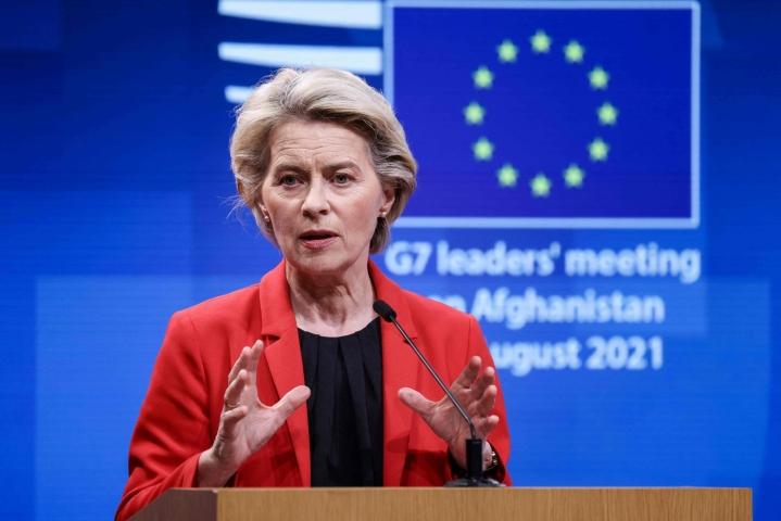 Komission puheenjohtaja Ursula von der Leyenin odotetaan mainitsevan esimerkiksi koronarokotusten edistymisen yhtenä EU:n onnistumisista. LEHTIKUVA / AFP