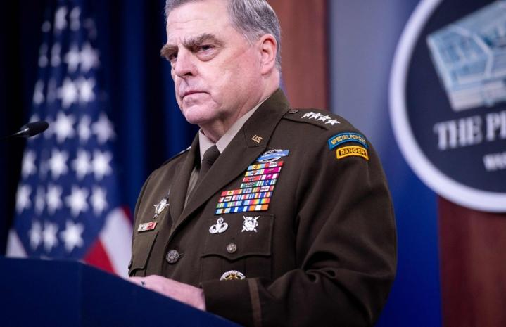 Kirjan mukaan Mark Milley soitti kaksi salaista puhelua kiinalaiskollegalleen vakuuttaakseen, että Trumpin Kiinan-vastaiset puheet eivät tarkoita sotilaallisten toimien aloittamista. LEHTIKUVA / AFP