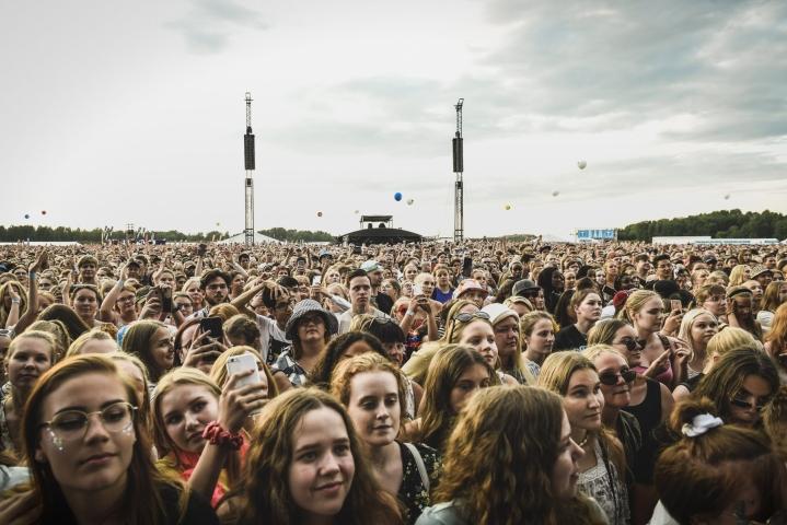 Vuonna 2019 Ed Sheeran keräsi jättiyleisön Helsingissä Malmin lentokentälle. Lehtikuva / Emmi Korhonen
