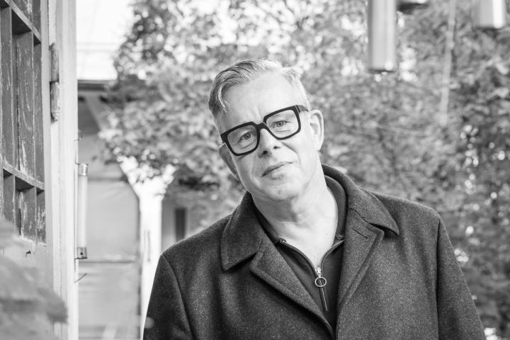Belgialaislähtöinen valokuvaaja Stefan de Batselier muutti Joensuuhun vuonna 2009. Hän oli kuollessaan 58-vuotias.