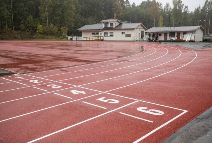 Hammaslahden uusittu urheilukenttä valmistui tänä syksynä.