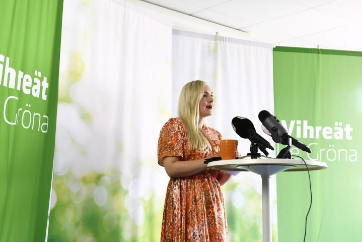 Puheenjohtaja Maria Ohisalo jää loppusyksystä äitiysvapaalle ja hänen tehtävänsä sekä puoluejohtajana että ministerinä tulevat sijaistettaviksi. LEHTIKUVA / Emmi Korhonen