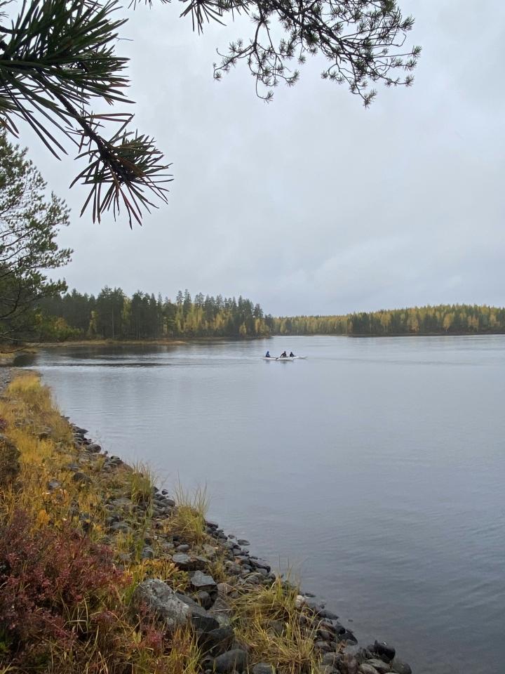 Ilomantsissa sijaitsevan Petkeljärven kansallispuiston maisemat näyttivät syksyisiltä 25. päivänä.