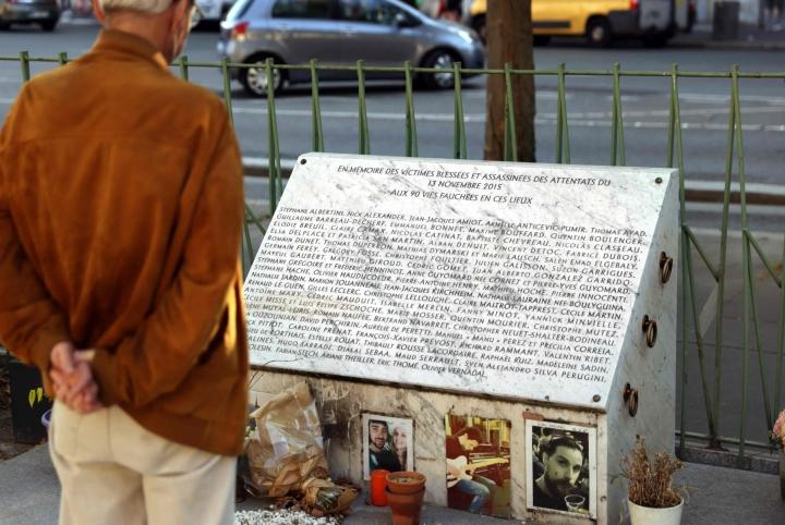 Iskuissa Bataclan-konserttisaliin sekä baareihin ja ravintoloihin kuoli yli 130 ihmistä marraskuussa 2015. LEHTIKUVA/AFP