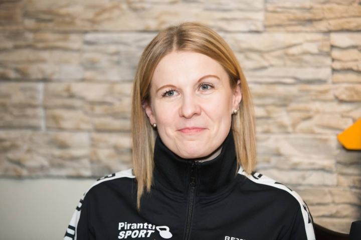 Idän Voimailijoiden seura-aktiiveihin kuuluva Henna Niikko-Pirhonen sai SM-mitalin.