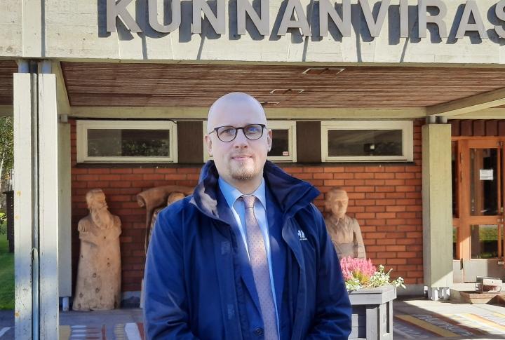 Petri Pasanen aloitti työt Tohmajärven kunnan sivistysjohtajana noin kuukausi sitten.