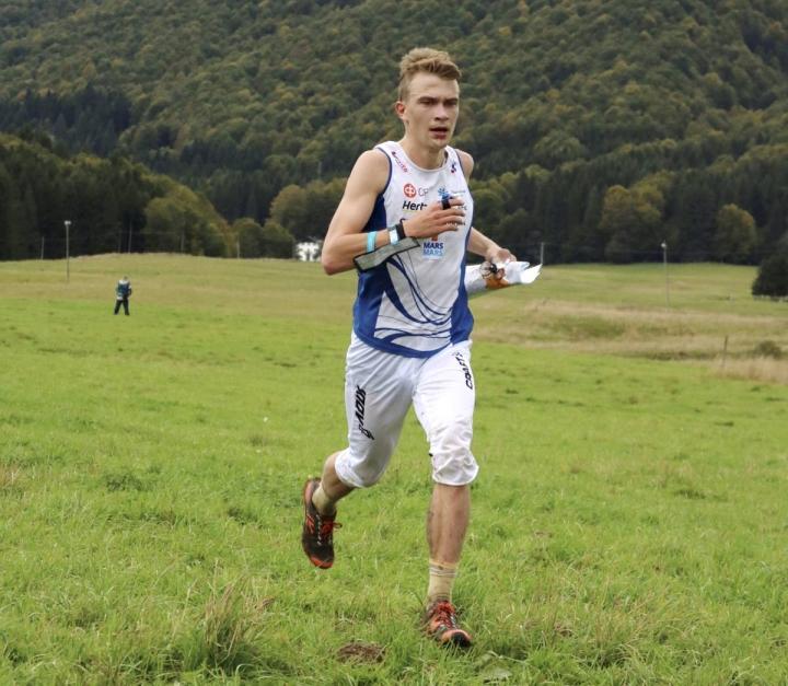 Miika Kirmula taisteli seitsemänneksi torstain raastavassa maailmancupin kilpailussa. Urakka jatkuu lauantaina keskimatkalla.