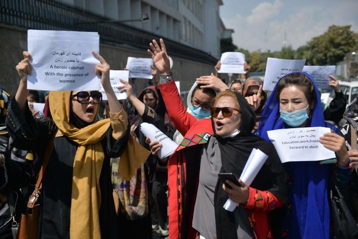 Syyskuun alussa Taleban hajotti Kabulissa mielenosoituksen, jossa joukko naisia vaati oikeuksiaan. LEHTIKUVA/AFP