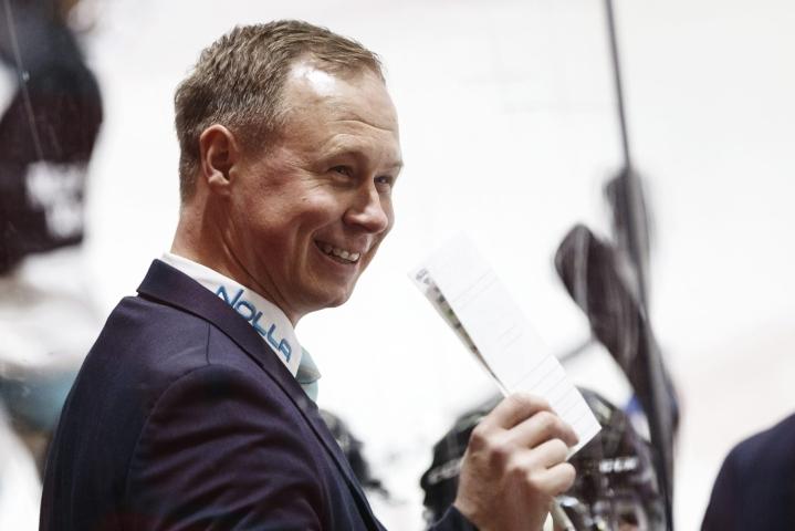 Tommi Niemelä aloitti Pelicansin päävalmentajana viime vuonna. LEHTIKUVA / Roni Rekomaa
