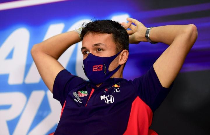 Thaimaalainen Albon, 25, on ollut tällä kaudella Red Bullin testi- ja varakuljettaja, jonka lisäksi hän on kilpaillut DTM-sarjassa. LEHTIKUVA / RONI LEHTI