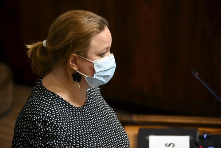 Perhe- ja peruspalveluministeri Krista Kiuru kertoi Ylelle, että Suomi on varautunut rokottamaan kaikki yli 12-vuotiaat kolmannen kerran. LEHTIKUVA / MARKKU ULANDER