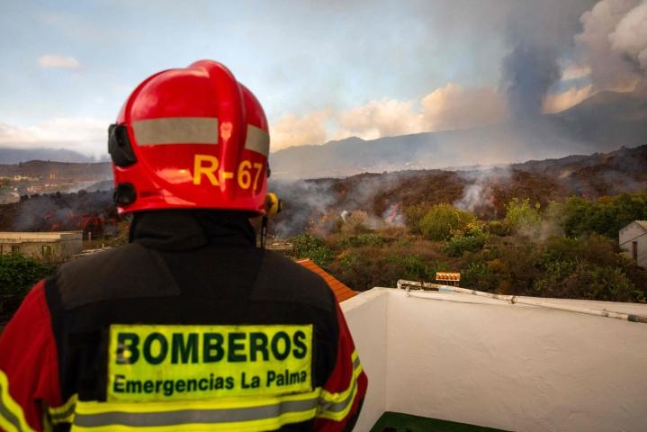 Sunnuntaina alkanut tulivuorenpurkaus on tuhonnut yhteensä 166 rakennusta, ja laava on peittänyt alleen 103 hehtaarin mittaisen alueen. LEHTIKUVA / AFP