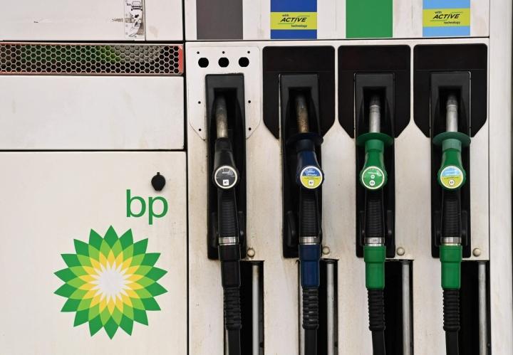 """BP sanoi lausunnossaan, että """"kourallinen"""" asemia oli suljettu bensiini- ja dieselpulan takia. LEHTIKUVA/AFP"""