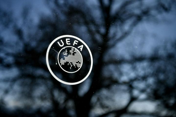 Euroopan jalkapalloliitto Uefa ilmoitti, ettei se kohdista kurinpitotoimia Superliigaa valmistelleisiin espanjalaisseuroihin Barcelonaan ja Real Madridiin sekä italialaiseen Juventukseen. LEHTIKUVA/AFP