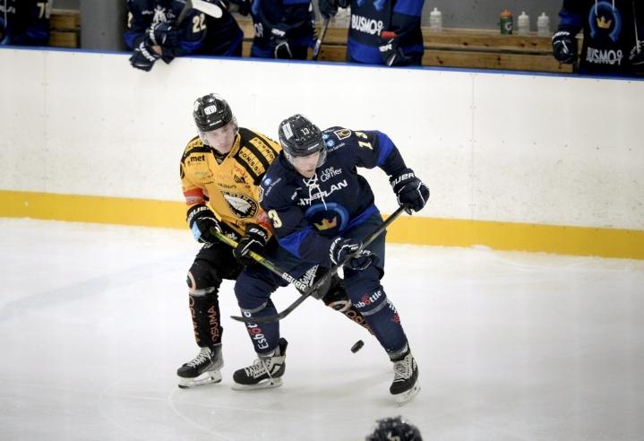 Lehtosen (oikealla) tavoitteena on Kiekko-Espoon liigakelpoisuus 2–3 vuoden kuluessa. LEHTIKUVA / MIKKO STIG