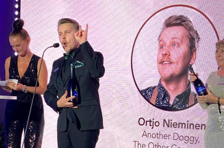 Ortjo Nieminen tuuletti gaalassa tunnustuksen herättämiä tuntoja.