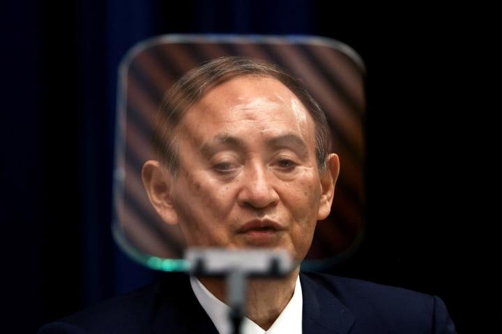 Pääministeri Yoshihide Sugan hallituksen kannatus mataa. LEHTIKUVA/AFP