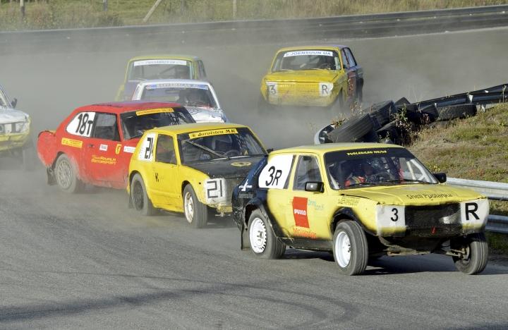 Viime syksyn kilpailun finaali oli Puolangan MK/UA:n kelta-mustien autojen voittokulkua.
