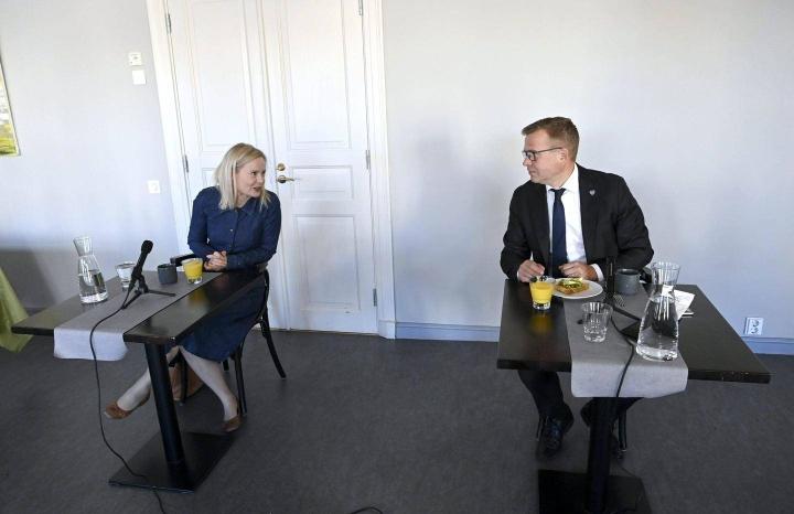Perussuomalaisten puheenjohtaja Riikka Purra ja kokoomuksen puheenjohtaja Petteri Orpo kohtasivat tiistaina Politiikan toimittajien debatissa Helsingissä.
