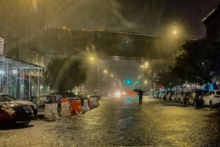 Ida-myrsky on tuonut mukanaan kaatosateita ja tulvia muun muassa New Yorkin kaupunkiin. Lehtikuva/AFP