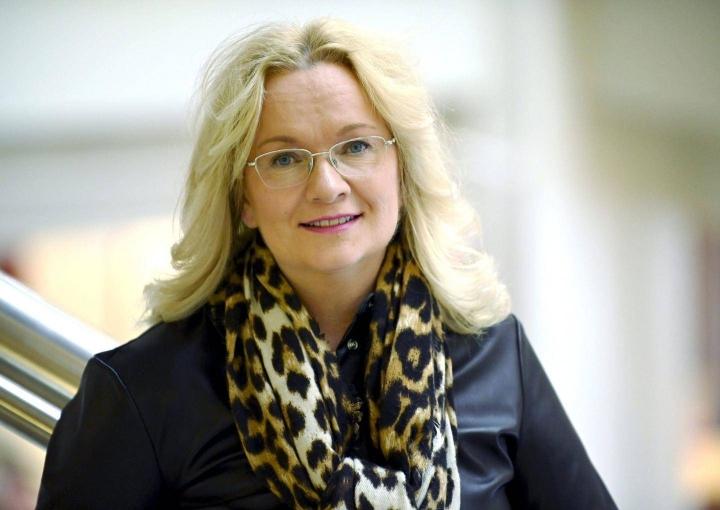 JHL:n puheenjohtaja Päivi Niemi-Laine on seurannut huolestuneena metsä- ja teknologiateollisuuden neuvotteluja.