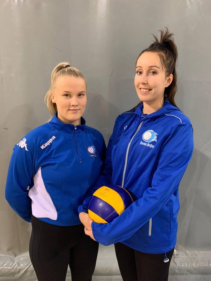Siiri Hartikainen ja Noora Taskinen pelaavat ensi talvena Joen Jujun väreissä.