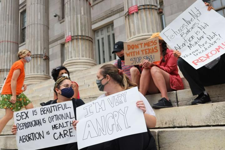 New Yorkissa osoitettiin mieltä seksuaali- ja lisääntymisoikeuksien puolesta. LEHTIKUVA/AFP