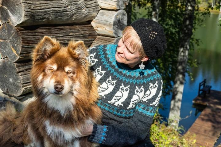 13-vuotias Halti on Minna Kärkkäisen kanssa usein vaelluksilla Lapissa ja muuallakin. Taustalla Ilomantsin Likolampi.