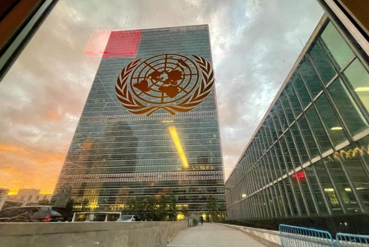 YK:sta kerrotaan uutistoimisto AFP:lle, että yhdeksänhenkinen komitea tulee käsittelemään pyynnöt. Kuvassa YK:n päämaja New Yorkissa. LEHTIKUVA/AFP