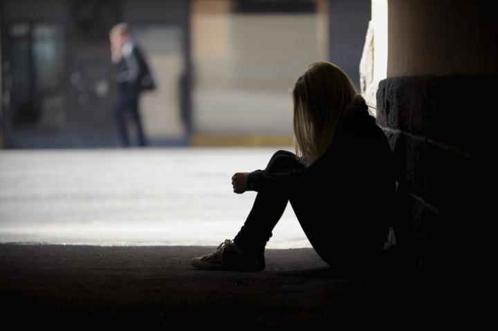 Kouluterveyskyselyn mukaan yksinäisyyden tunne nuorilla on yleistynyt. Lehtikuva / Milla Takala