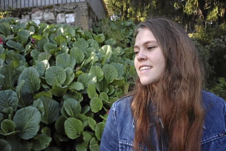 Katariina Räikkönen on juuri päättänyt ylioppilaskirjoituksensa. Hän on ylpeä itsestään ja kehottaa kaikkia muitakin lukion selvittäneitä olemaan sitä.