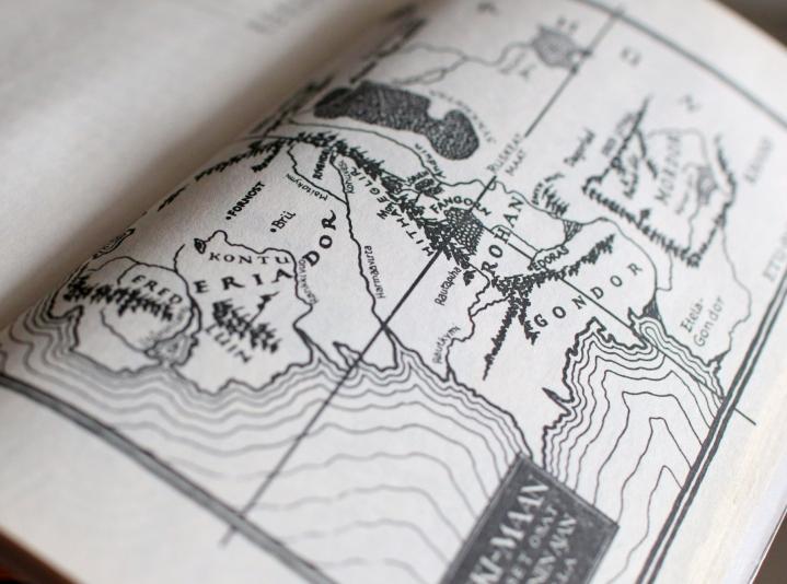 Uutuuskirja avaa, kuinka Tolkienin maailma kääntyi suomeksi melkein 50 vuotta sitten. LEHTIKUVA / LAURA UKKONEN