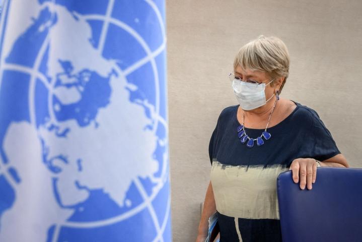 YK:n ihmisoikeusvaltuutettu Michelle Bachelet sanoo, että ilmastonmuutos, saastuminen ja luonnon köyhtyminen ovat jo vaikuttaneet ihmisoikeuksiin. LEHTIKUVA/AFP.