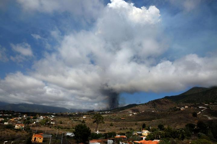 Cumbre Vieja -vuoren purkausta edelsi lievä maanjäristys. Lehtikuva/AFP