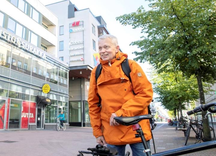 Mikko Ranta toteaa kannattavansa perinteistä, pelkällä lihasvoimalla kulkevaa, polkupyörää.